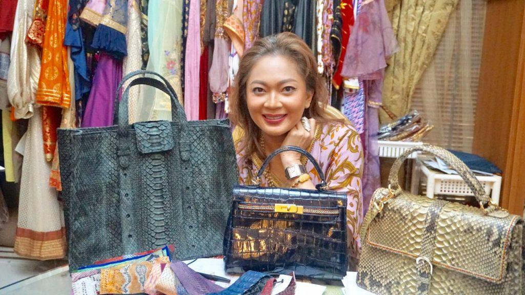 Foto Beb - Selain design berbahan songket, Elga juga mengenalkan produksinya berupa tas dengan brand Larie