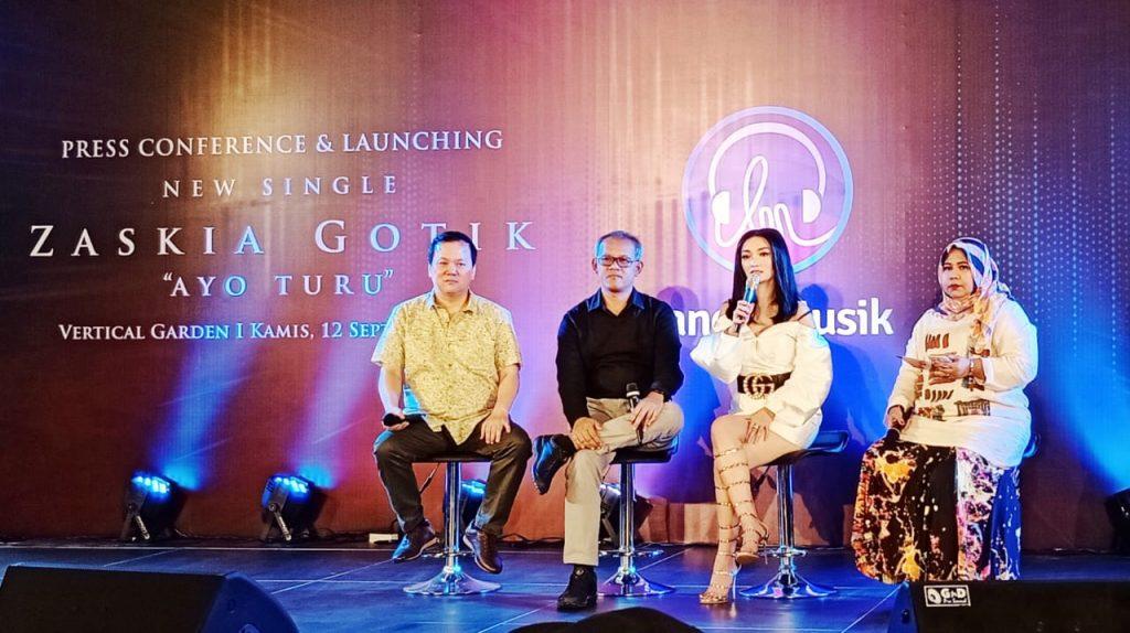 Foto Beb - Zaskia Gotik saat mengisahkan perjalanan karirnya di industri musik dangdut