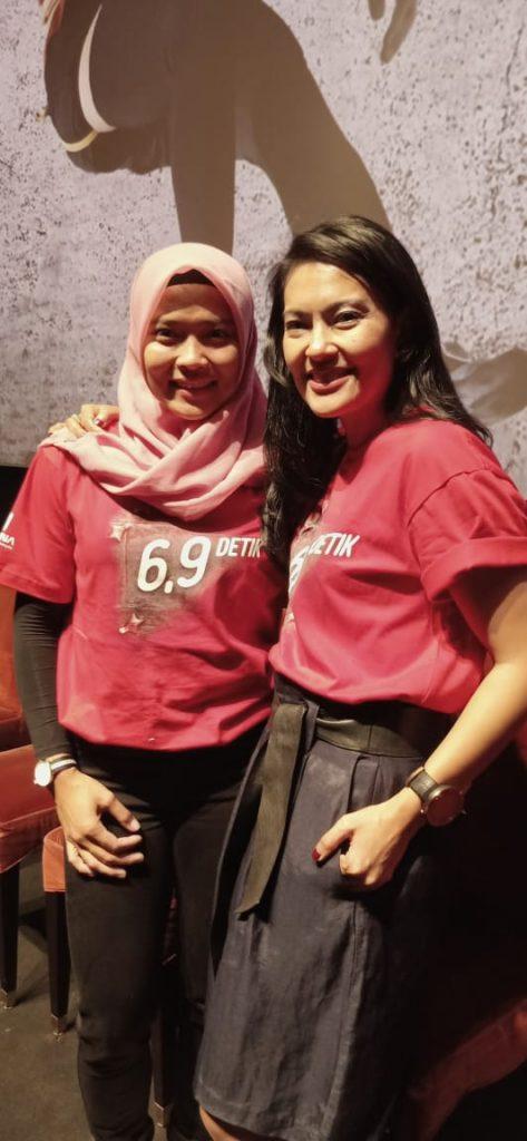 Foto Beb - Lola Amaria bersama Atlet Panjat Tebing 'Aries Susanti Rahayu'