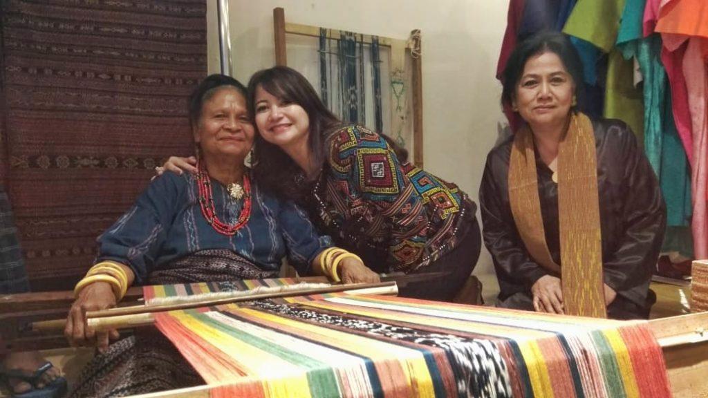 Foto Beb - Mama Martina bersama Lies dan Sita Hanimastuty (Pendiri dan Ketua Umum KCBI)