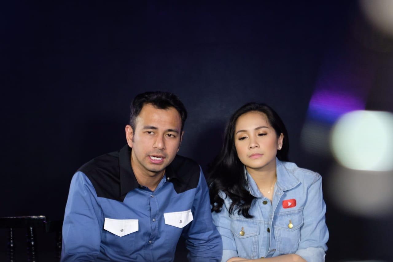 Foto Beb - Raffi Ahmad ditemani Nagita Slavina saat memutuskan mundur sejenak dari industri hiburan