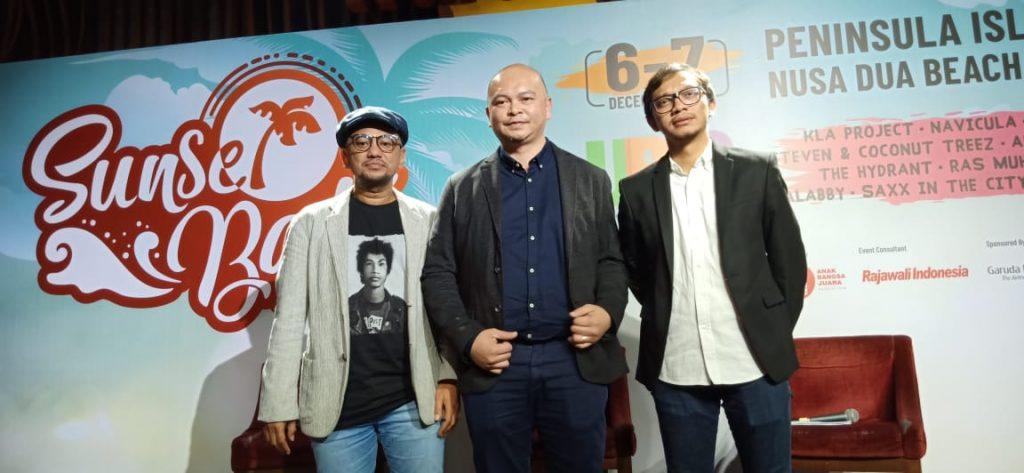 Foto Beb - (Ki - Ka) Anas Syahrul Alimi (CEO Rajawali Indonesia), Michael Umbas (penyelenggara) dan   Ben Mukti (Head of content BookMyShow Southeast Asia)