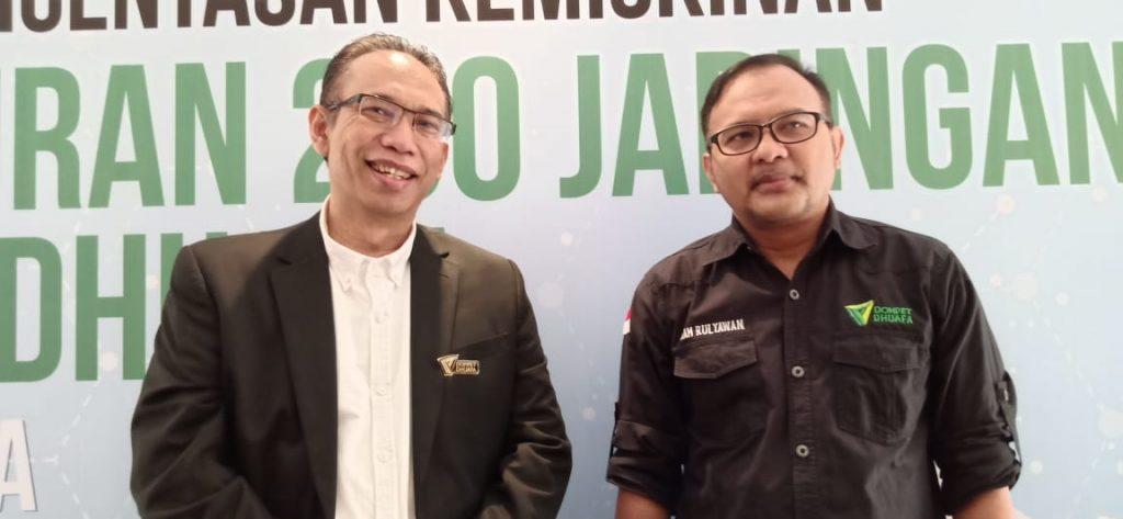 Foto Beb - kiri ke kanan, Nasyith Majidi (Ketua Pengurus Yayasan Dompet Dhuafa) dan drg Imam Rulyawan MARS Direktur Eksekutif Yayasan Dompet Dhuafa)
