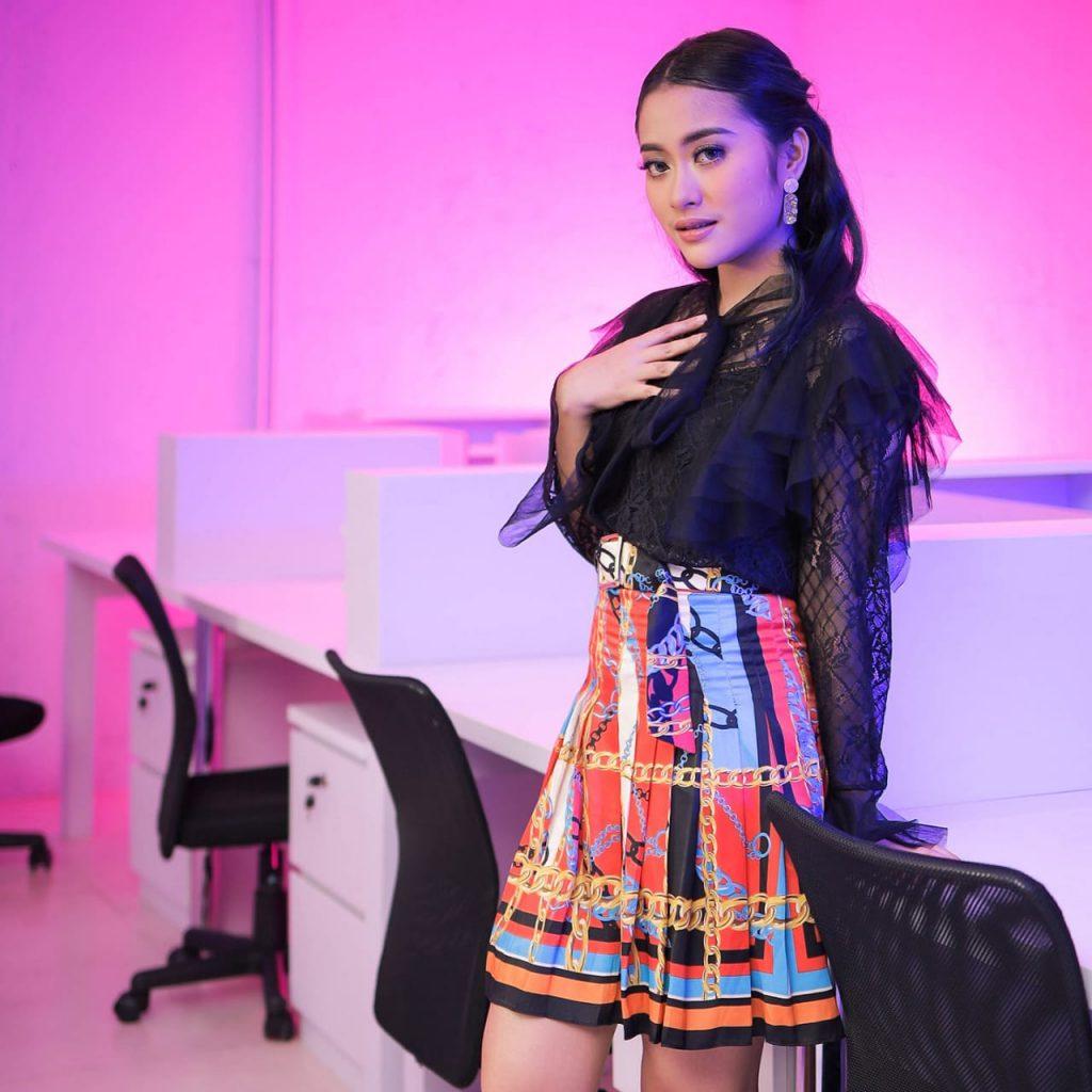 Kichan pernah bentuk grup duo bersama kakaknya, Nagoya Victoria