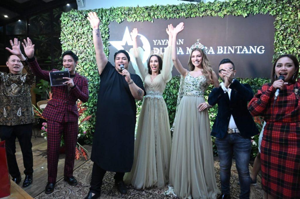 Ivan Gunawan bersama Miss Grand Indonesia 2019 Sarlin Jones dan Miss Grand International 2019 Valentina