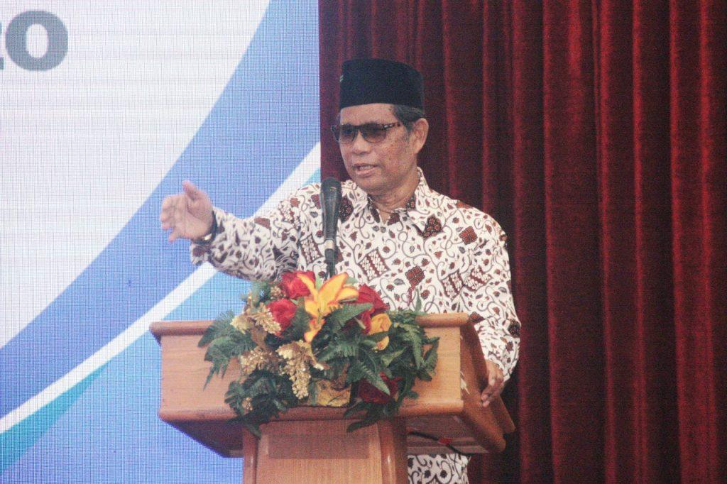 Foto Beb - Ketua Pembina Dompet Dhuafa, Parni Hadi saat menyampaikan sambutan di acara Indonesia Poverty Outlook 2020