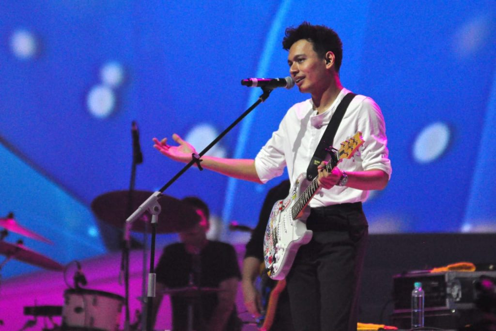 Penampilan Rendy Pandugo di konser 'Journey of Ice'