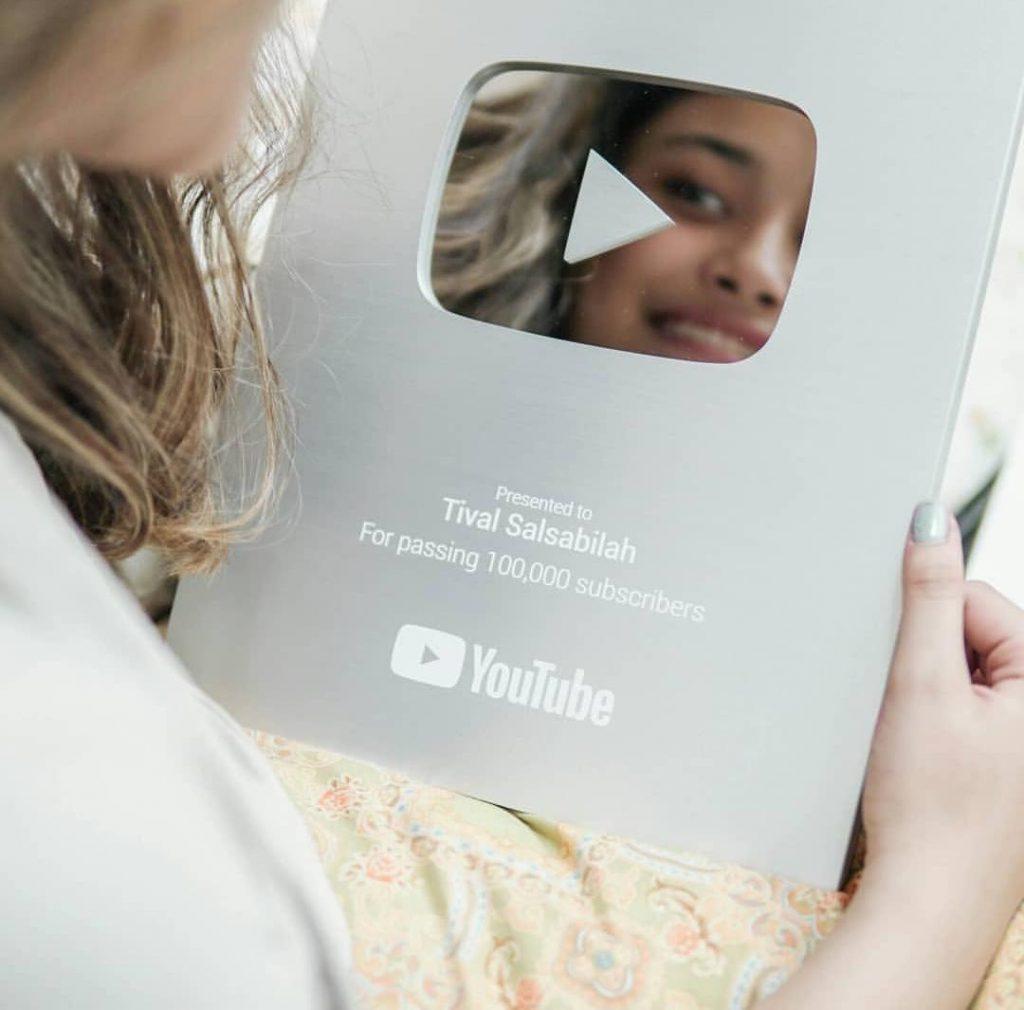 Instagram - Sebelum jadi penyanyi, Tival mendapat penghargaan dari YouTube 100 ribu subscribe