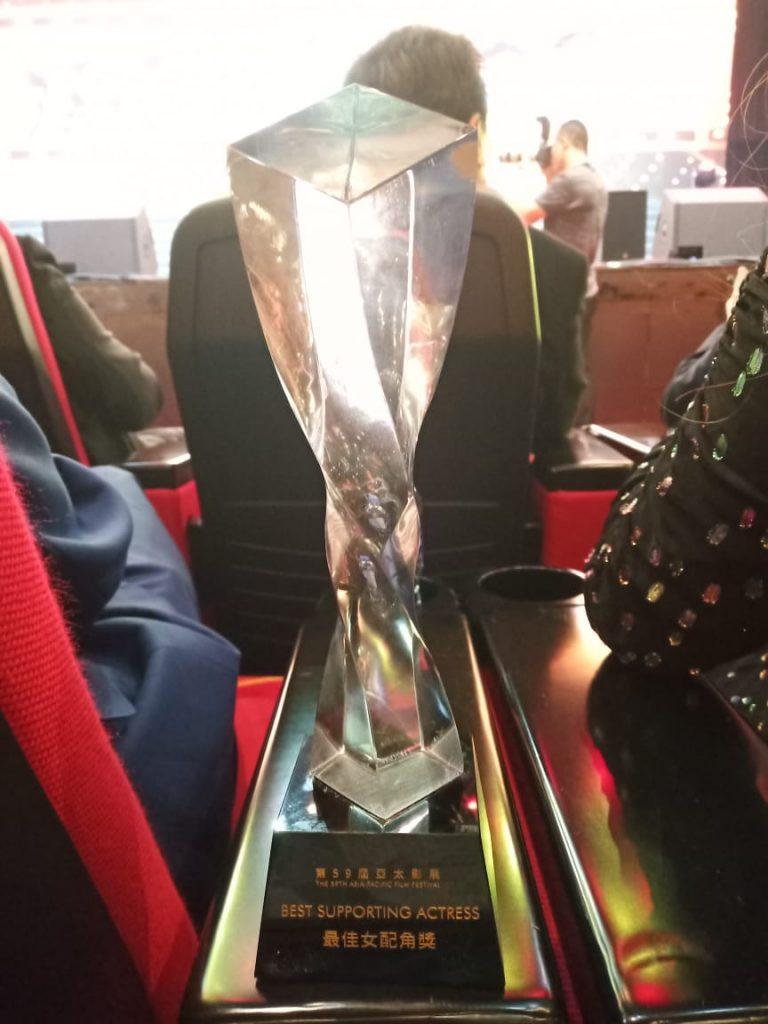 Foto istimewa - Piala yang diraih Widyawati di APFF 2020