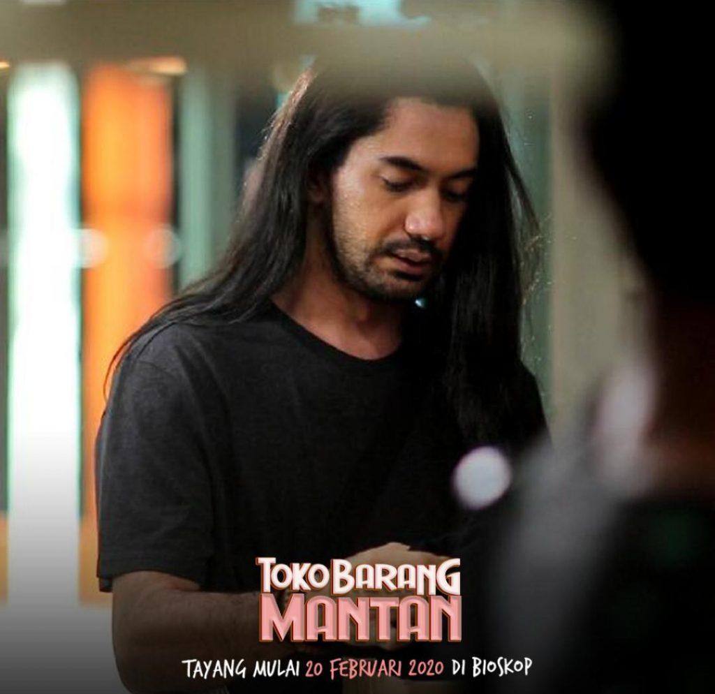 Reza Rahadian tampil beda dengan rambut panjang