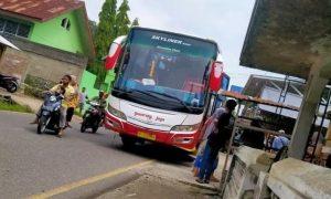 Bus Gumarang Jaya menabrak lima siswa sekolah dasar di di jalan lintas Sumatera, Padang Panjang Solok, tepatnya di Kenagarian Batipuh, Tanah Datar, Kamis (15/4)