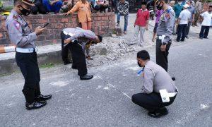 Peristiwa maut akibat bus Gumarang Jaya nopol polisi BE 7320 CU menabrak sekelompok anak SD di Pialah, Kamis (15/4) Foto : EYM