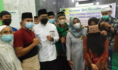 Wakil Gubernur Sumatera Barat Audy Joinaldy saat Safari Ramadan di Masjid Darul Mujahidin, Kampung Jao, Kota Padang